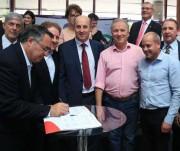Governador assina ordem de serviço para construção de 20 CRAS