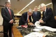 Assinado protocolo para avaliar instalação de fábrica coreana em SC