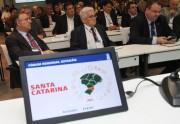 Raimundo Colombo participa do fórum regional