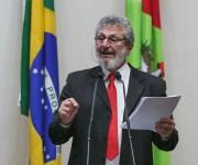 Padre Pedro questiona proposta de reforma que penaliza mais pobres