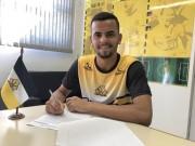 Goleiro Diego firma primeiro contrato profissional