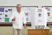 Eduardo Moreira vota em Criciúma e fala da transição