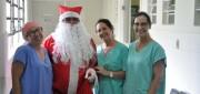 Papai Noel antecipa visita no Hospital São Donato