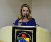 Vereadora pede informações de projeto de pavimentação no Bairro Quarta Linha