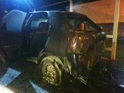 Incêndio atinge veículo em garagem de residência em Araranguá