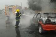 Incêndio provoca perda total de veículo em Içara