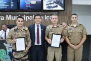 Policiais militares de Içara recebem moção por ato de bravura
