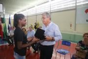 Eduardo Pinho Moreira inaugura escola em Joinville