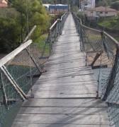 Jovem despenca de ponte pênsil e prefeitura agiliza reforma da estrutura