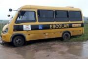 Ônibus escolar furtado de Criciúma é recuperado após atolar em Içara