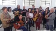 Parentes e amigos dão adeus  a Tereza Borges com cantoria