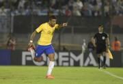 Paulinho celebra na Seleção o resgate de confiança na China