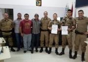 Soldados da PM recebem moção de reconhecimento