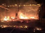 Residência é consumida pelas chamas em Jaguaruna