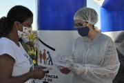 População carente de Balneário Rincão recebe doação de máscaras e álcool em gel