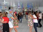 Terceira Idade se diverte em carnaval promovido pela prefeitura
