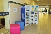 Geladeira usada se transforma em biblioteca móvel