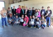 Associados da Acafor recebem uniformes em Forquilhinha