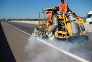 DNIT/SC faz reforço em pintura de faixas em pistas da BR-101 Sul