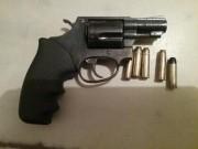 PM de Araranguá prende homem e apreende arma de fogo e droga