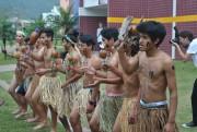 Índios interagem com pesquisadores internacionais
