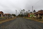 Ruas não pavimentadas recebem revestimento de brita em Maracajá