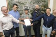 Regularização Fundiária realiza entrega de título em Urussanga