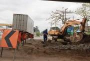 Trabalhadores e equipamentos requerem atenção sob pontes