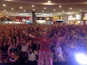 Público se diverte com as histórias de Dona Maricotinha