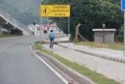 Ciclistas devem evitar tráfego por acostamentos e locais confinados