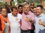 Moreira caminha pelas ruas de Jaguaruna e Laguna