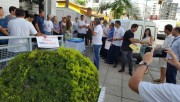 Bancários protestam no aniversário da Caixa em Criciúma