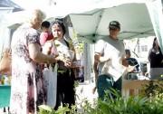 Famcri orienta moradores na Praça Nereu Ramos em Criciúma