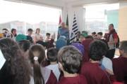 Estudantes do Colégio Cristo Rei visitam gabinete de Jairo