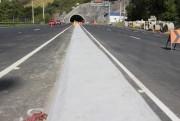 Pista no Morro do Formigão recebe proteções de concreto