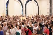 Apostolado da Mãe Peregrina lota Santuário em missa