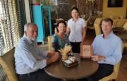 Magagnin e Aninha apresentam município ao novo pároco