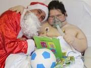Paciente internado há 80 dias na UTI recebe visita do Papai Noel