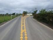 Asfalto apresenta buracos e desníveis em Araranguá