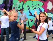 Colégio Marista Criciúma recebe visita de grafiteiros indianos