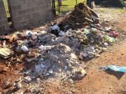 Lixo depositado em pleno passeio público preocupa