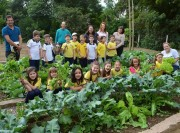 Projeto Barão Sustentável leva aula prática para a horta da escola