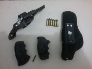 Polícia Militar prende homem por porte ilegal de arma de fogo