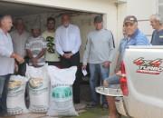 Produtores de gado de Cocal recebem 10 toneladas de sementes