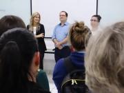 Diálogo com acadêmicos pauta primeiros dias de campanha
