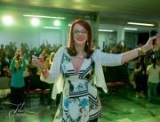 Psicóloga ministra palestra para ajudar pessoas a enfrentar crises