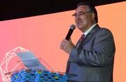 Governador Colombo recebe homenagem em evento mundial