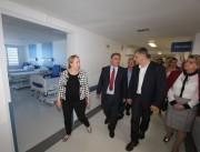 Governador visita a nova ala do Hospital Hans Dieter Schmidt