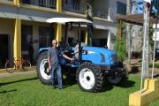 Jacinto Machado recebe novo trator para a agricultura