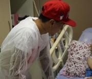 Jogador faz visita especial ao Serviço de Oncologia Pediátrica do HJS